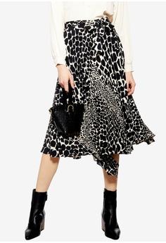 6a71ed6665da7 TOPSHOP black Petite Giraffe Spot Pleated Midi Skirt 781FBAAB7C3145GS 1