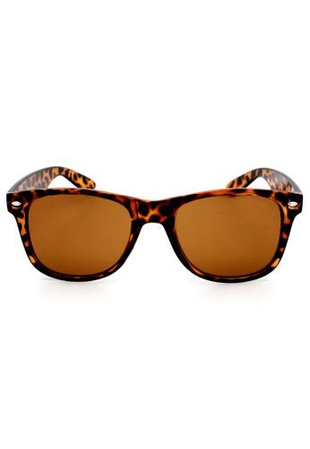 Elitrend brown Unisex Classic Designer Sunglasses in Leopard Brown EL890AC94XDLSG_1