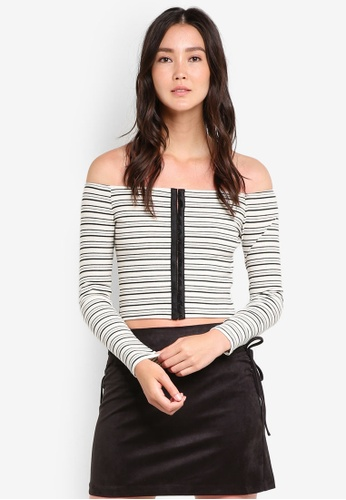 TOPSHOP black and white Hook & Eye Stripe Crop Top TO412AA82GWRMY_1