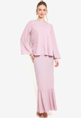 Lubna pink Textured Flare Sleeve Kurung C0416AAC70D04FGS_1