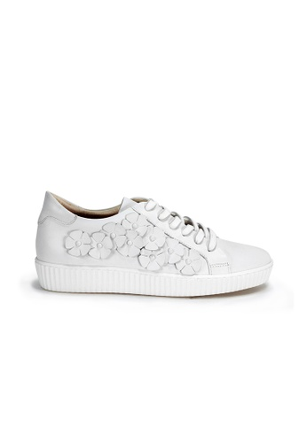 Shu Talk white European Made Floral charms Leather Sneakers 5BB8FSH05838A7GS_1