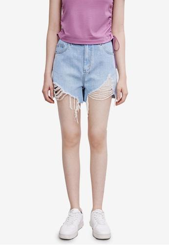 URBAN REVIVO blue Frayed Denim Shorts 6C846AA9DD04E7GS_1