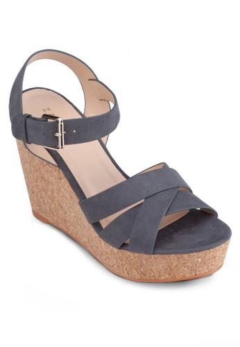 交zalora時尚購物網的koumi koumi叉帶繞踝楔型跟鞋, 女鞋, 楔形鞋
