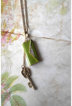 Clutch and Key Pendant Necklace (Green)