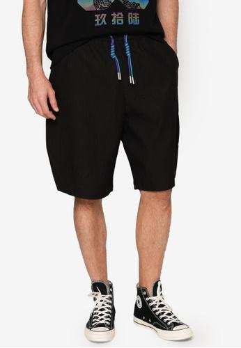 URBAN REVIVO black Drawcord Shorts 06C16AA9C8B458GS_1
