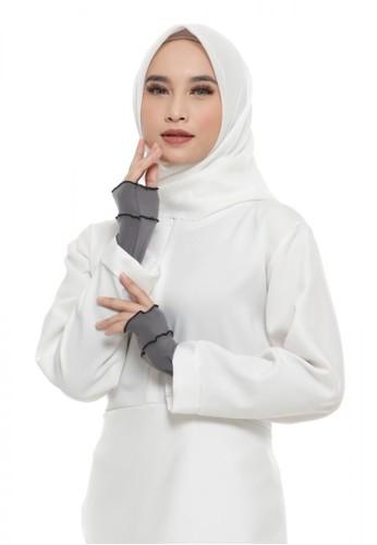 First Hijab grey Ruffle Handsock In DGrey (Bundling Package) 09D8BAA737C89FGS_1