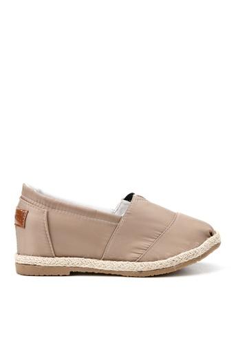 KissXXX 米褐色 特殊防潑水純色美腿效果5CM內增高帆布休閒鞋 KI603SH09OFLTW_1