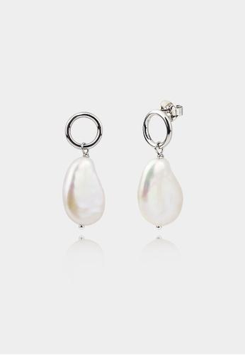 monojewelry KESHI PEARL HOOP EARRINGS (SILVER) 99254AC5EE0D32GS_1
