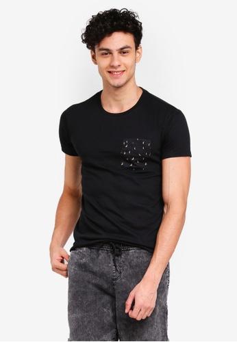 Penshoppe 黑色 短袖口袋T恤 48C76AA53A16D8GS_1