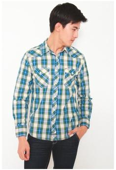 84c340a4cc2 DENIZEN green Men Slim Fit Long Sleeve Woven Shirt Hunter Green  D86DEAAC44D23DGS 1