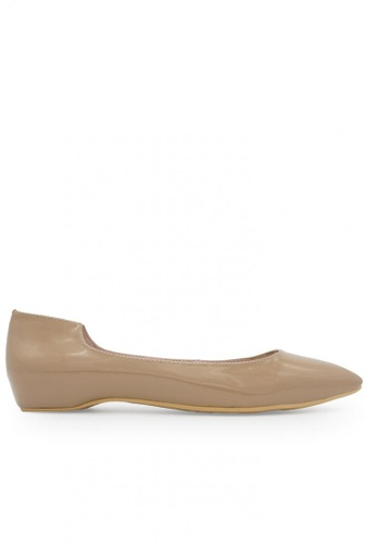 Gripz beige Cleo Pointed Toe Patent Leather Flats GR357SH77BSOSG_1