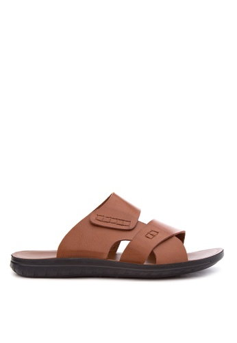 Italianos brown Jake Sandals & Flip Flops IT153SH93GDAPH_1