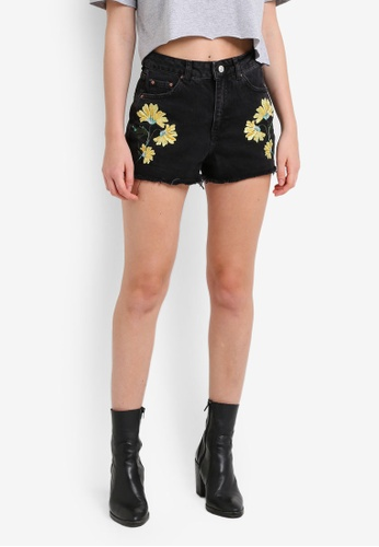 TOPSHOP black Moto Floral Embroidered Mom Shorts TO412AA0RJNEMY_1