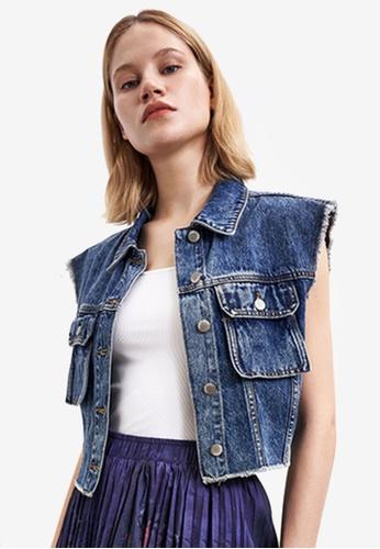 Urban Revivo blue Sleeveless Denim Jacket 3E89AAAB7EEB5BGS_1
