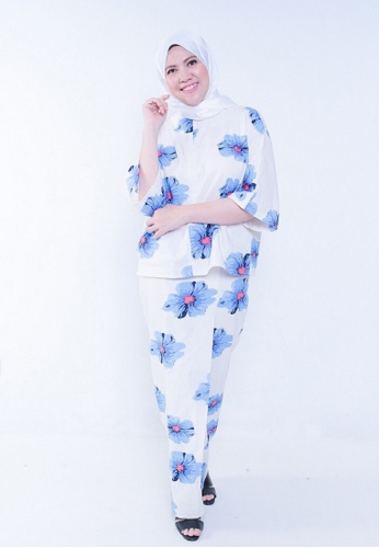 Kaftan Kedah Poppy from Secretcode in White and Blue