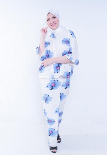 Kaftan Kedah Poppy from Secretcode in White and Blue