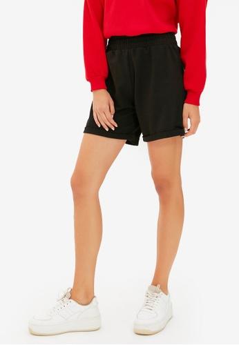 Trendyol black Elastic Waist Knitted Shorts 3A0FBAA2D2AB9DGS_1