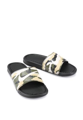timeless design 595a9 5a858 Nike Benassi