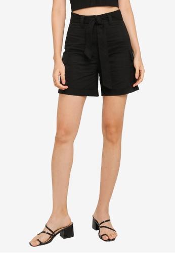 ZALORA BASICS black Fitted Self Tie Cargo Shorts 5C593AA9FE9837GS_1