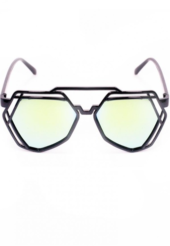 Amora Scarlett black and green Arty Line Edge Reflective Sunglasses In Green Transition - Black Frame AM058AC34TSJMY_1