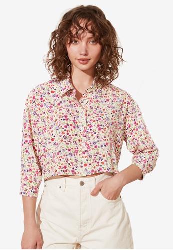 Trendyol white Petite Floral Print Cropped Shirt 949F7AA8FB8DBDGS_1