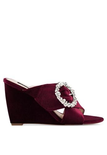 ZALORA 紅色 Embellished 楔型鞋 4163ASH599CD95GS_1