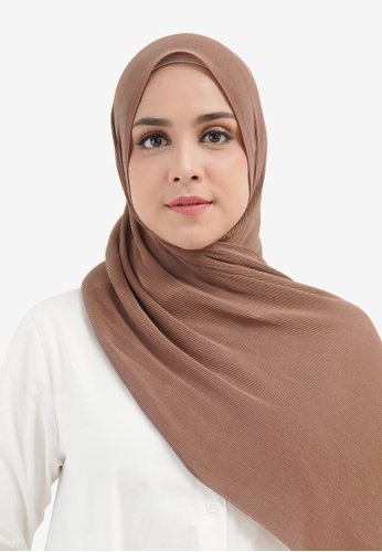 Buttonscarves brown Buttonscarves Everyday Pleated Shawl Praline 376B6AA95B445CGS_1