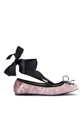 ZALORA 粉紅色 Velvet Embossed Ballerina 平底鞋 With 花邊 6565DZZBEC8A2CGS_1