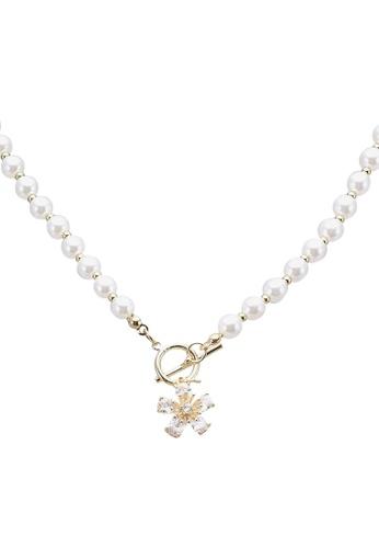Red's Revenge white Floral Charm Toggle Choker Necklace E3DFEACAB04F1FGS_1