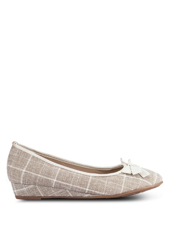 Alfio Raldo beige Checkered Wedges AL803SH0R9ORMY_1