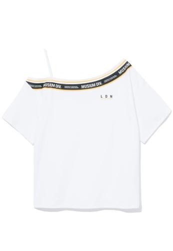 MUSIUM DIV white One-shoulder logo trim tee 656BFAA977947CGS_1