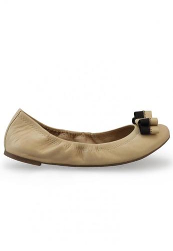 Shu Talk 米褐色 雙色蝴蝶結羊軟皮圓頭芭蕾平底鞋 SH544SH099TETW_1