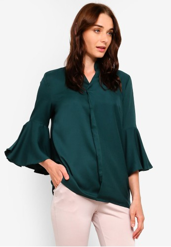 BYN green Pleated Bell Sleeve Top 4FC7AAA2C41E67GS_1