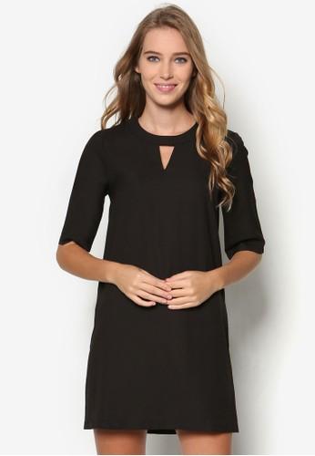 Essential 鏤空圓領直筒連身裙、 服飾、 洋裝ZALORAEssential鏤空圓領直筒連身裙最新折價