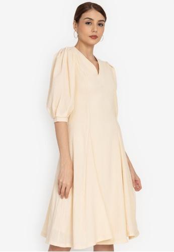 ZALORA OCCASION white Textured Puff Sleeve Midi Dress 8DEDBAAD2E1A1FGS_1
