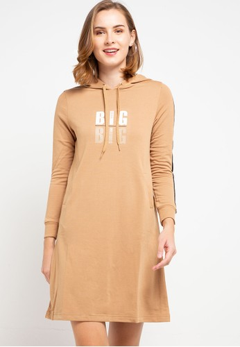 ULTRAVIOLET brown Message Hoodie Dress ECFA1AAF75F702GS_1