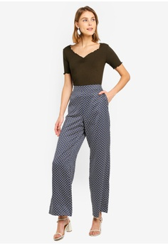 f523cf4ff7fde 20% OFF Dorothy Perkins Geo Print Wide Leg Trousers HK  360.00 NOW HK   287.90 Available in several sizes