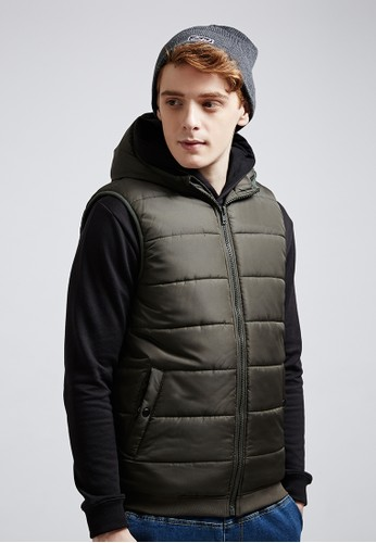 輕量保暖。雙孔釦環。鋪棉連帽背心-037zalora 衣服尺寸28-軍綠, 服飾, 背心外套