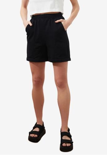 Trendyol black Classic Elastic Waistband Shorts 3040FAAC3FBAD1GS_1