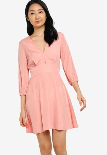 ZALORA BASICS 粉紅色 V Neck Puff Sleeve Fit and Flare Dress 1304FAA5183712GS_1