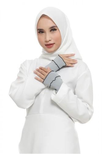 First Hijab grey Ruffle Handsock In Grey (Bundling Package) 052ECAA0C3D8D0GS_1