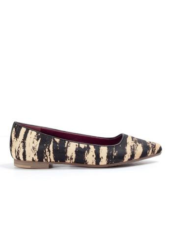 Shu Talk beige Animal Print Pointy Flats Shoes SH397SH0GC2MSG_1