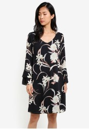 Wallis black Black Oriental Bloom Print Flute Sleeve Dress WA800AA0S7CGMY_1