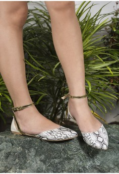 Viper pointed white flats