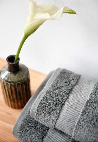 Sunday black and grey Sunday Bedding Towel in Midnight Grey. 0AAB4HLDD59688GS_1