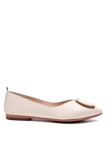 Twenty Eight Shoes 米褐色 簡約圏扣平底鞋 VL90281 E132CSHC4218A0GS_1
