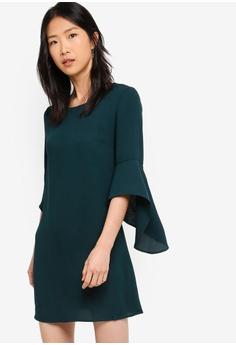 58bcf04dd9 ZALORA BASICS green Basic Fluted Sleeves Shift Dress 44DF2AAA37A653GS_1