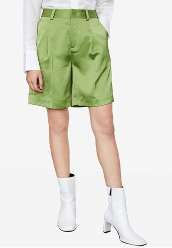 URBAN REVIVO green Loose Shorts ABB9CAA3C01960GS_1