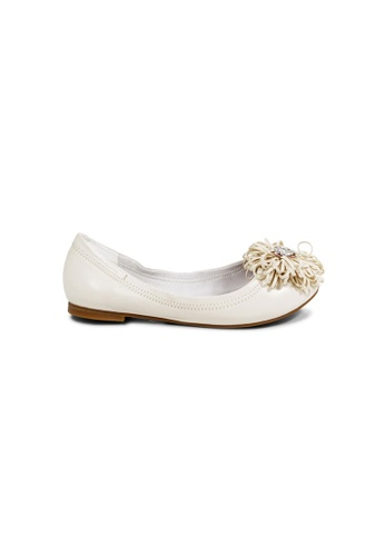 prettyFIT beige Beige Lambskin Ballerinas Embellished With Crystal Beads On Cut-Out Floral Details 99430SH15370F9GS_1