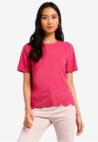 ZALORA 粉紅色 雕紋上衣 8D1BBAAB7602D0GS_1